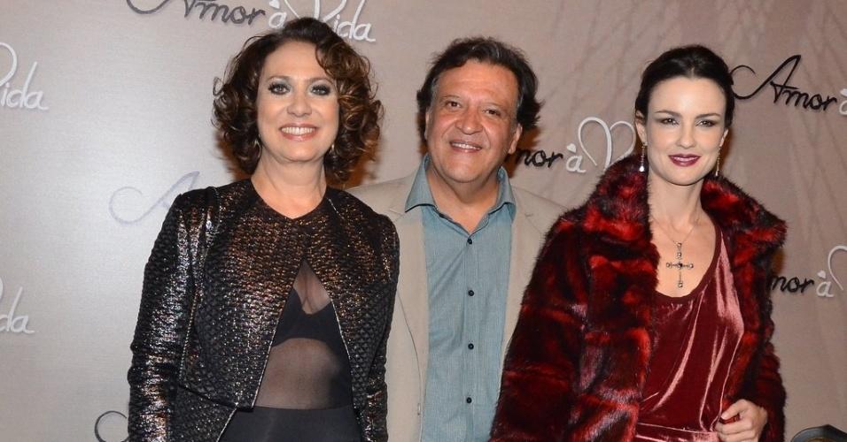 """18.mai.2013 - Eliane Giardini, Luis Mello e Carolina Kasting na festa organizada pela Globo em um restaurante de SP para promover a novela """"Amor à Vida"""""""