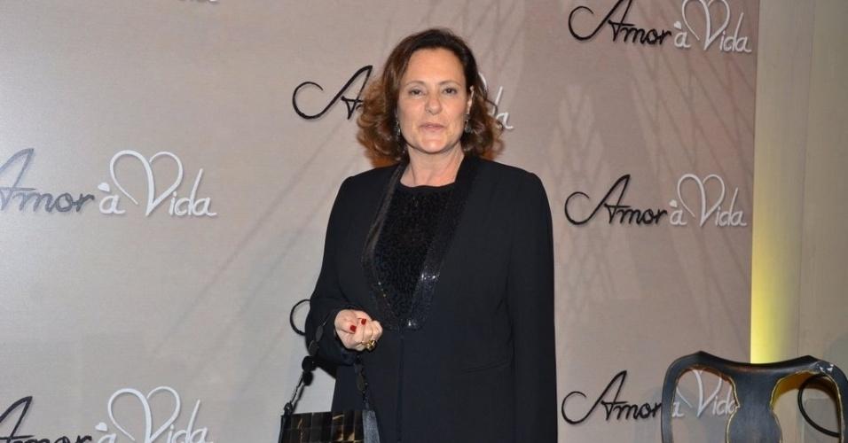 """18.mai.2013 - Elizabeth Savalla na festa organizada pela Globo em um restaurante de SP para promover a novela """"Amor à Vida"""""""