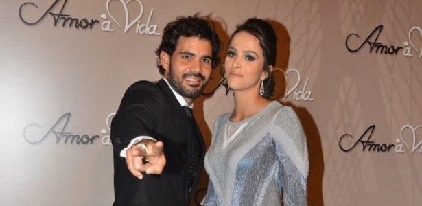 Juliano Cazarré e a mulher Letícia Bastos