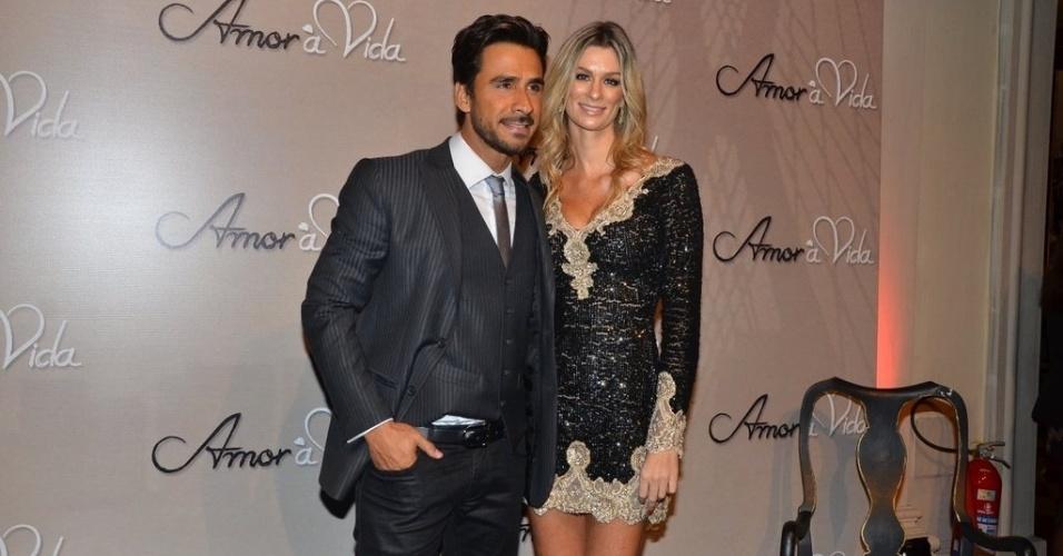 18.mai.2013 - Julio Rocha leva a namorada Patrícia Gutkoski na festa organizada pela Globo