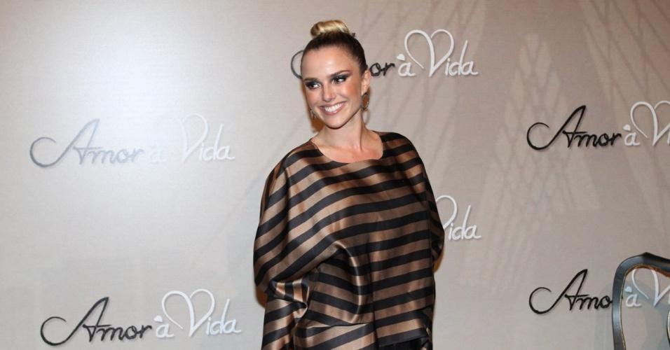 """18.mai.2013 - Nathália Rodrigues na festa organizada pela Globo em um restaurante de SP para promover a novela """"Amor à Vida"""""""