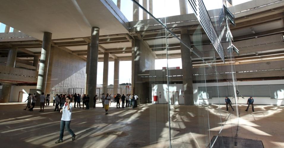 18.mai.2013 - Visão geral da parte interna do Mané Garrincha expõe o belo trabalho arquitetônico do estádio, inaugurado neste sábado para a final do Cadangão