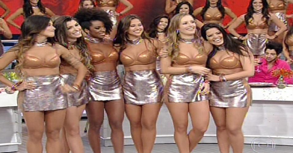 """19.mai.2013 - Bailarinas do Faustão são escolhidas para dançar com os candidatos da  """"Dança dos Famosos  2013"""""""
