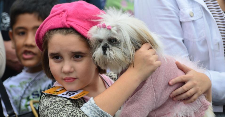 19.mai.2013 - Cadela comparece ao Fashion Dog Day no Vale Sul Shopping em São José dos Campos (interior de São Paulo), neste domingo (19). O evento contou com a participação de mais de 500 cachorros