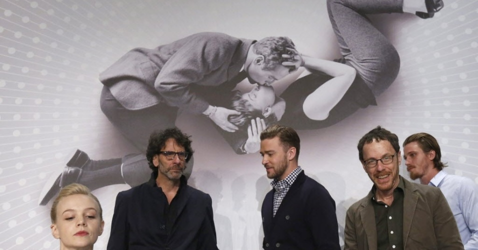 19.mai.2013 - Carey Mulligan, Joel Coen, Justin Timberlake, Ethan Coen e Garrett Hedlund ( da esq para dir) participam de coletiva de imprensa do filme