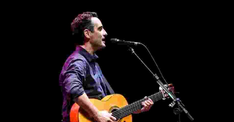 19.mai.2013 - Drexler cantou sucessos de Caetano Veloso durante a apresentação - Bruno Poletti/UOL