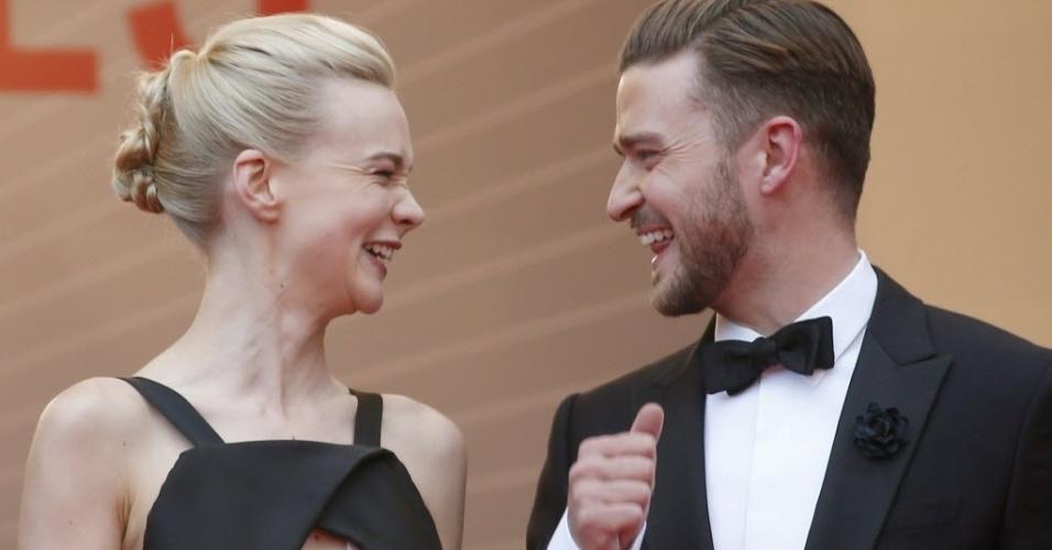 19.mai.2013 - Justin Timberlake e Carey Mulligan conversam durante tapete vermelho do filme