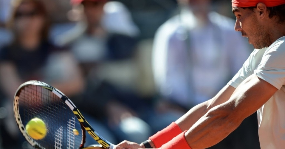 19.mai.2013 - Rafael Nadal tenta bola de direita na decisão do Masters 1000 de Roma