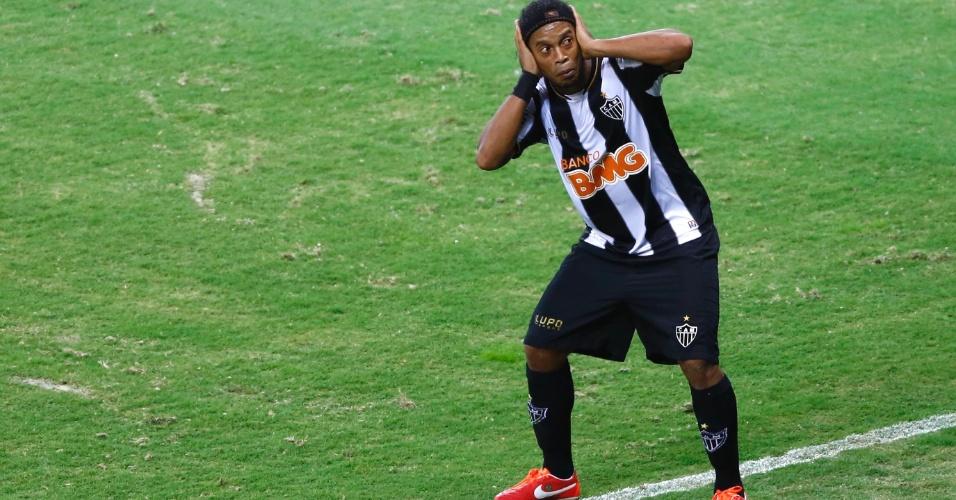 19.mai.2013 - Ronaldinho Gaúcho comemora ao marcar para o Atlético-MG na final contra o Cruzeiro