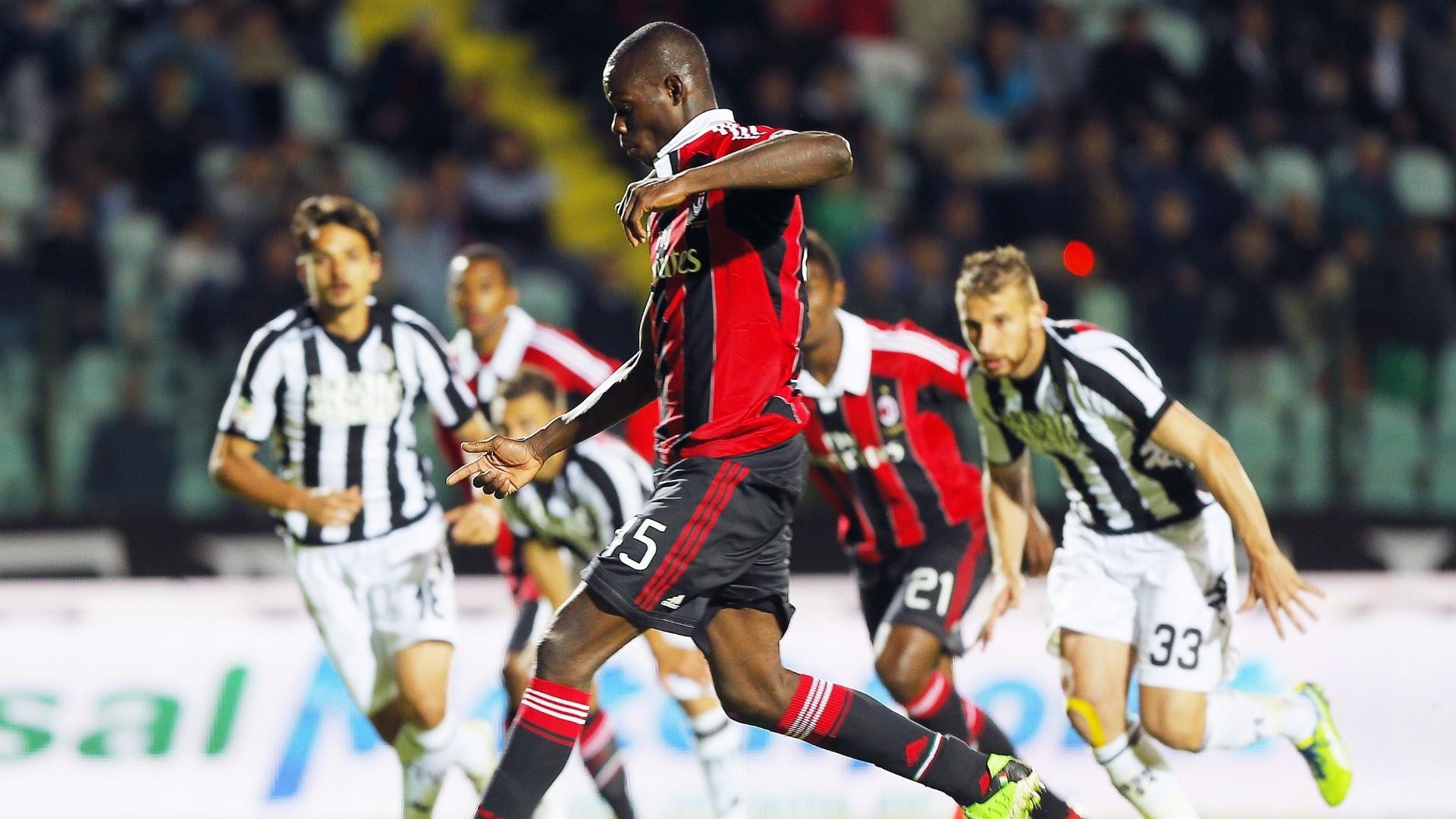 Balotelli marcou, de pênalti, o gol de empate do Milan