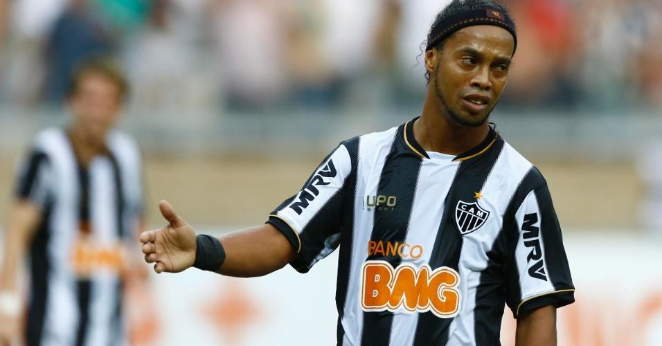 Ronaldinho lamenta lance perdido