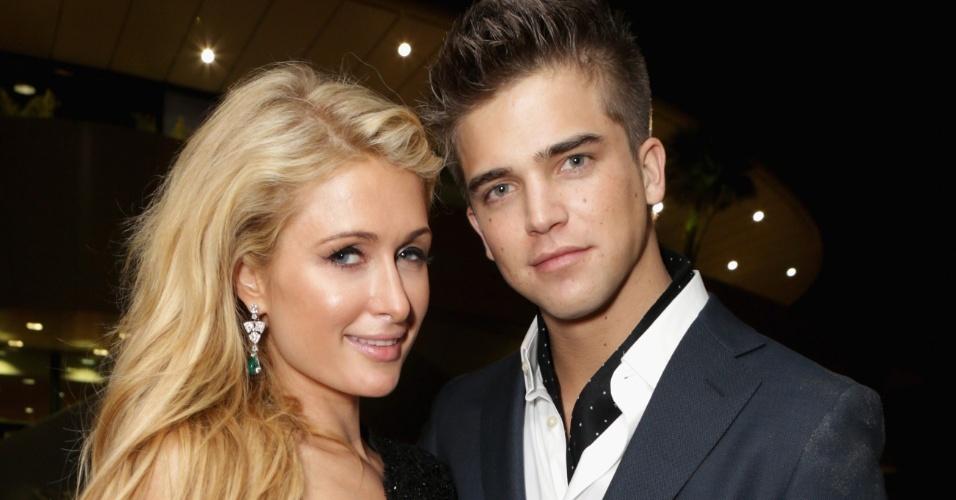 18.mai.2013 - Paris Hilton e o namorado, River Viiperi, vão a festa durante o Festival de Cannes