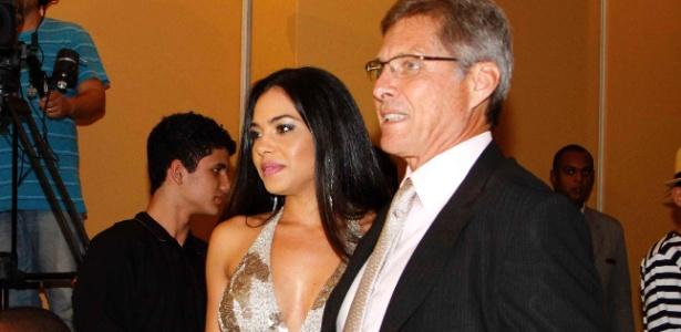 Oswaldo de Oliveira e Jeniffer negaram que treinador tenha agredido a sogra