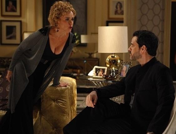 """20.mai.2013 - Em """"Sangue Bom"""", Bárbara Ellen tenta convencer Natan a virar cineasta"""