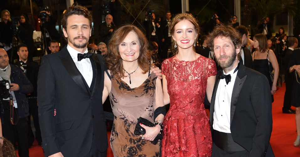 20.mai.2013 - O ator e diretor James Franco, e os atores Beth Grant, Ahna O'Reilly e Tim Blake Nelson, de