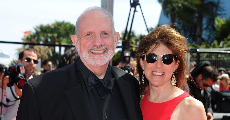 20.mai2013 - O diretor Brian De Palma comparece com a mulher à pré-estreia de