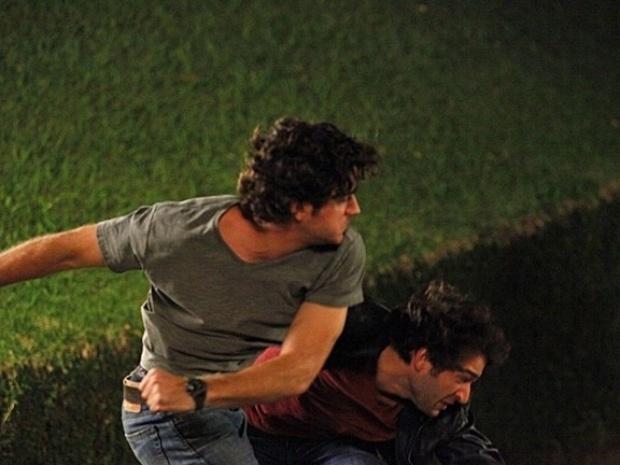 """Em """"Sangue Bom"""", Bento e Fabinho saem no tapa na casa de Bárbara Ellen"""
