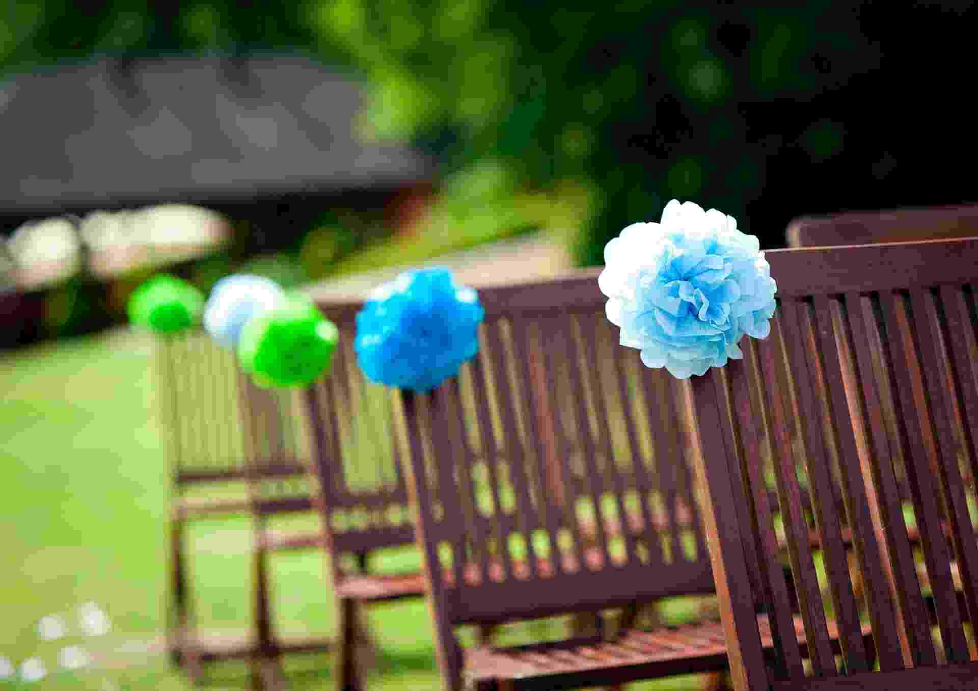 Imagem para matéria do Casamentoclick sobre decoração de cadeira para o casamento - Thinkstock