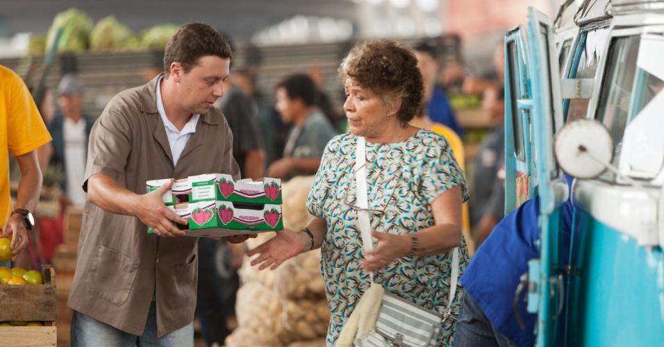 Xepa discute com Matilda durante compras para sua feira