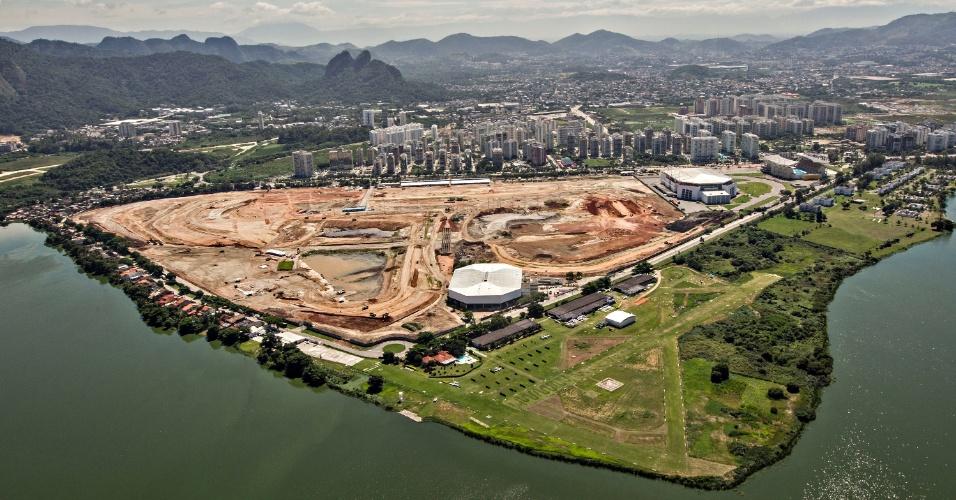 12.abr.2013 - Antigo Autódromo de Jacarepaguá dá espaço a obras do Parque Olímpico da Rio-2016