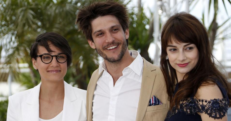 21.mai.2013 - A diretora canadense Chloe Robichaud e os atores Jean-Sebastien Courchesne e Sophie Desmarais divulgam o filme