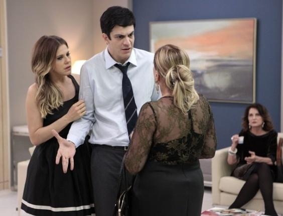 """21.mai.2013 - Em """"Amor à Vida"""", Félix descobre que Paloma está no hospital San Magno"""