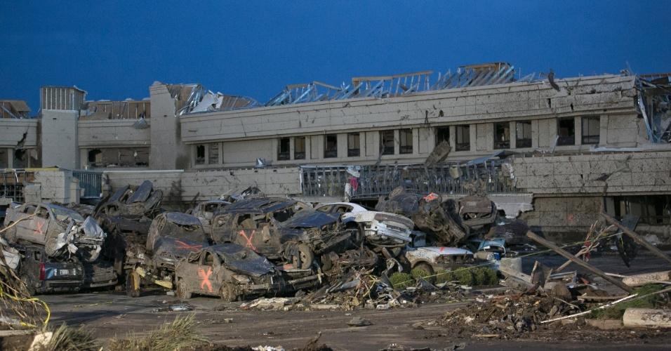21.mai.2013 - Moore Medical Center, em Moore, fica devastado após a passagem de um tornado que deixou dezenas de mortos na região