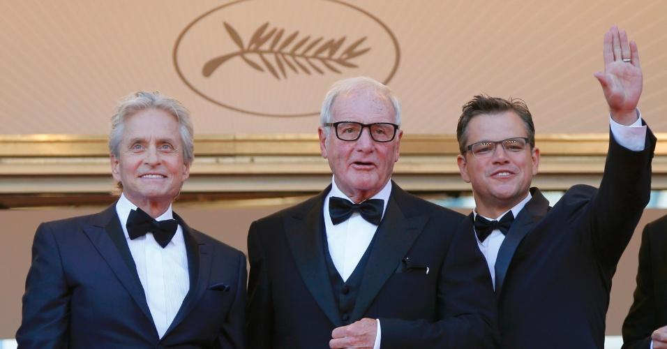 21.mai.2013 - O ator Michael Douglas, o produtor Jerry Weintraub, e o ator Matt Damon, de