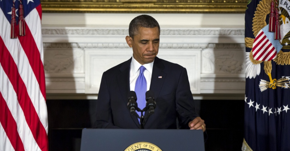 """21.mai.2013 - O presidente dos Estados Unidos, Barack Obama, disse nesta terça-feira (21), em coletiva de imprensa, que o subúrbio da cidade de Moore, em Oklahoma, arrasada por um tornado, deve receber ajuda necessária de """"imediato"""" . ?As pessoas de Moore devem saber que seu país permanecerá com elas o tempo que for necessário?, disse Obama na Casa Branca, em Washington"""