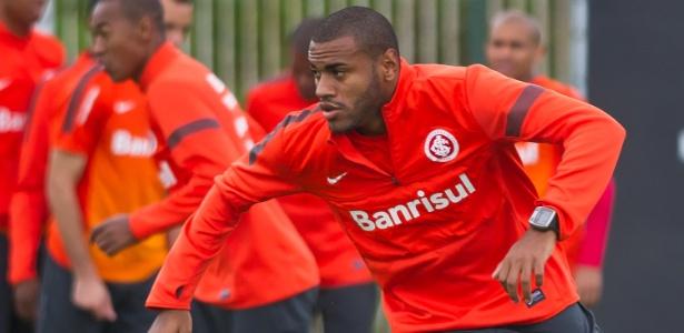 Cassiano será observado e pode virar opção no Inter. Goiás quer ele por empréstimo