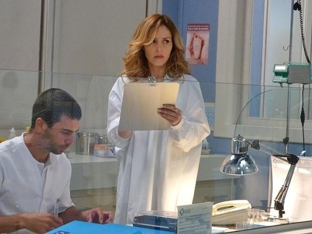 """Em """"Amor à Vida"""", Glauce falsifica documentos e ajuda Bruno a ficar com a filha de Paloma"""