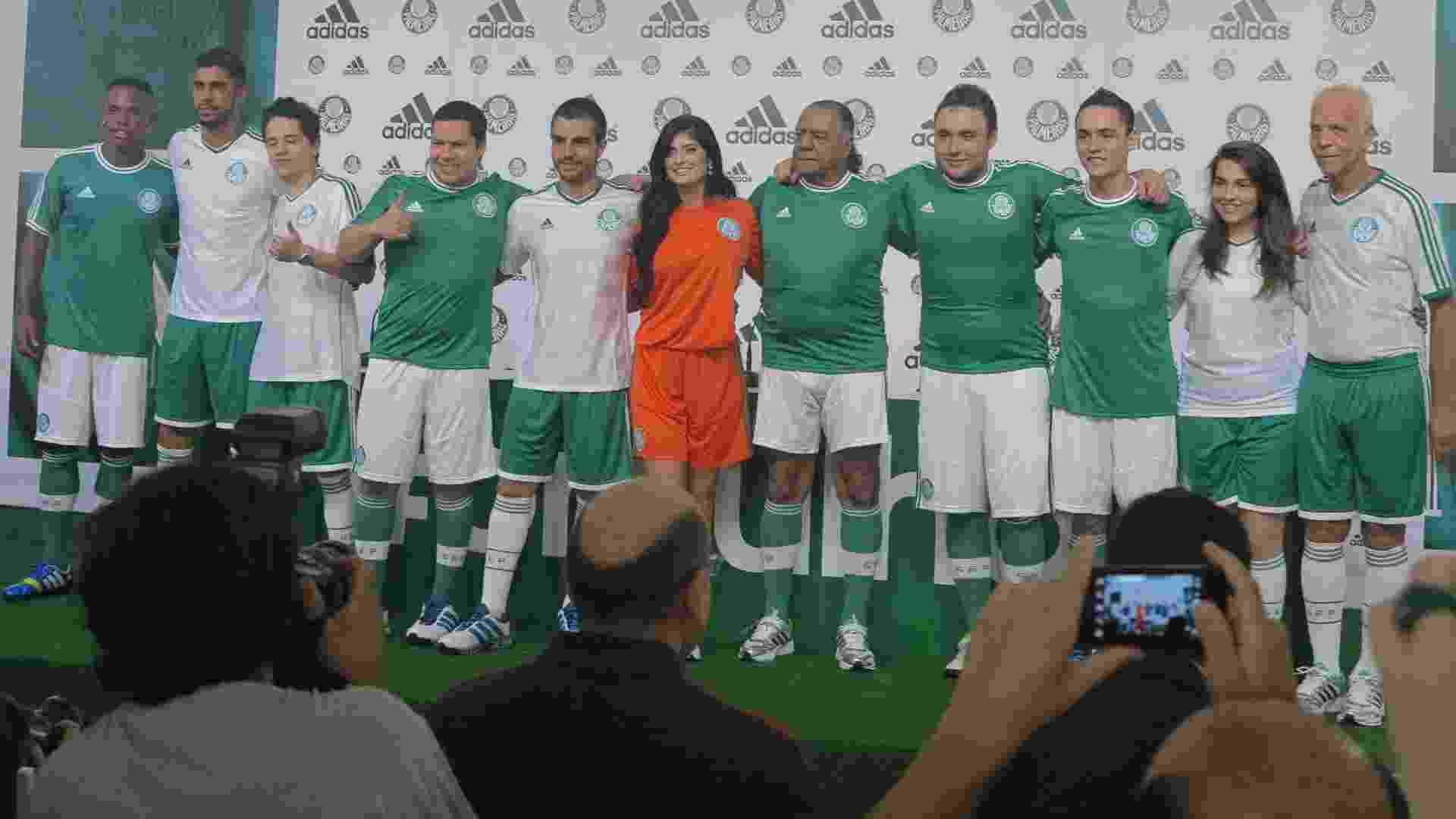 ce8e847eba Palmeiras apresenta novos uniformes retrô para Série B