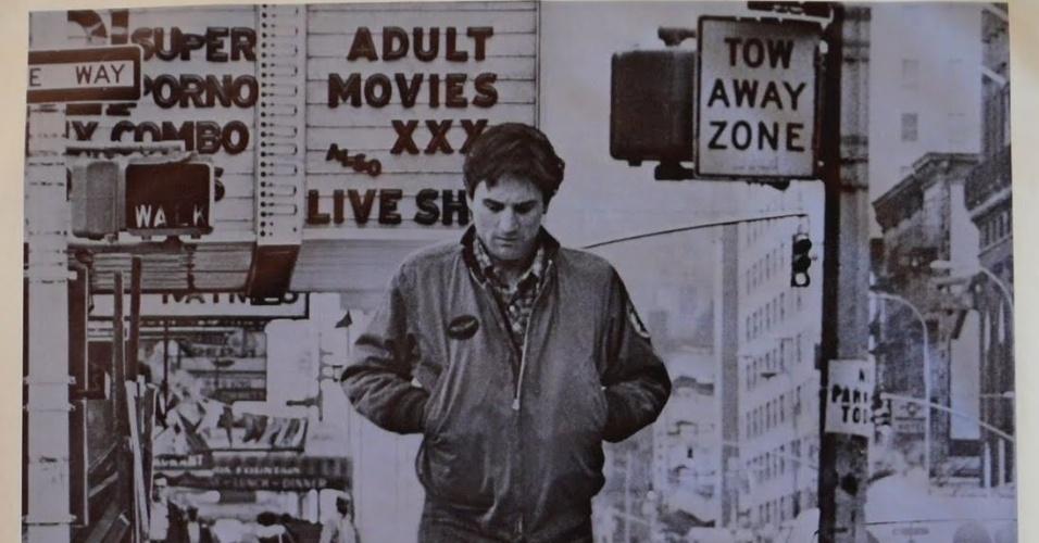 Taxi Driver (vencedor da Palma de Ouro em 1976) - Esse taxista com um parafuso a menos se apaixonou por uma mulher de tirar o fôlego. Mas essa tremenda gata não vai dar mole para o cara. Agora, esse motorista da pesada vai bolar um plano maluco para tirar o chefe dela da jogada. Nova York vai ficar de pernas para o ar com Robert De Niro em Taxi Driver