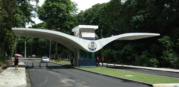 Entrada da UFPB, onde professor é investigado por suspeita de diploma falso