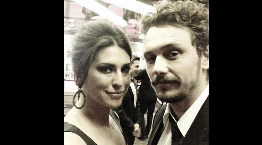 21.mai.2013 - Fernanda Paes Leme tietou o ator James Franco durante passagem pelo Festival de Cannes que está acontecendo na França
