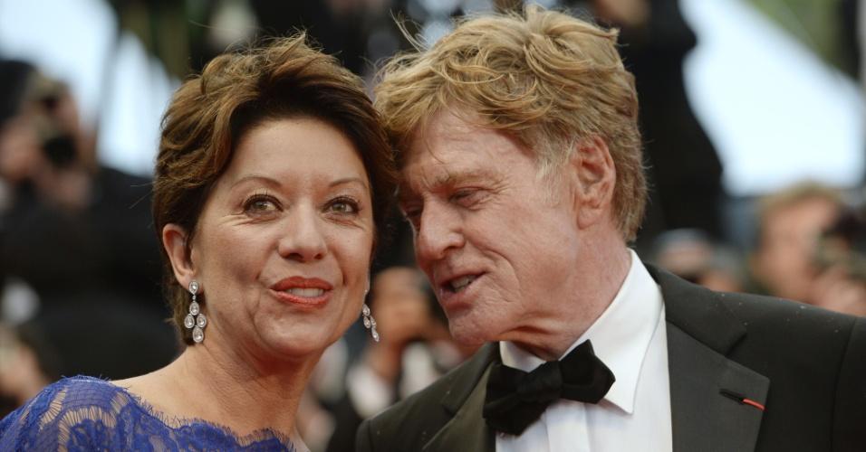 22.mai.2013 - O ator e diretor Robert Redford e sua mulher, Sibylle Szaggars, chegam para a exibição de