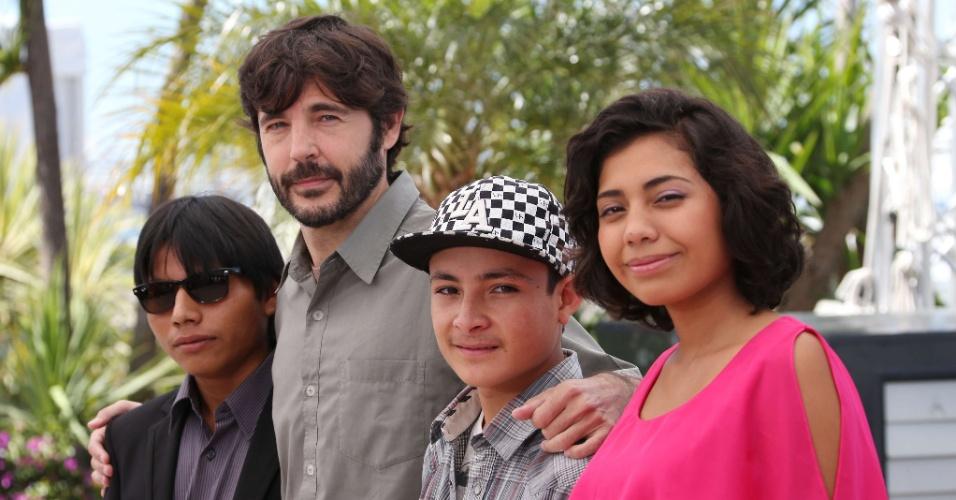 22.mai.2013 - Rodolfo Dominguez, Diego Quemada-Diez, Brandon Lopez e Karen Martinez divulgam filme mexicano