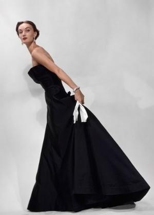 A modelo Evelyn Tripp, ícone nos anos 1950 e 1960, em um vestido Dior  - Erwin Blumenfeld/BBC