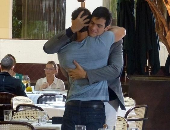 """Em """"Amor à Vida"""", Edith segue Félix e descobre que ele é gay"""