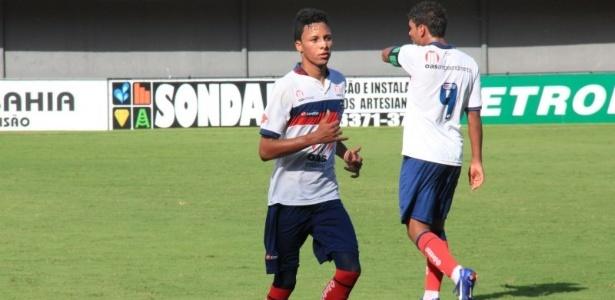 O jovem Ítalo Melo corre durante um jogo do Bahia