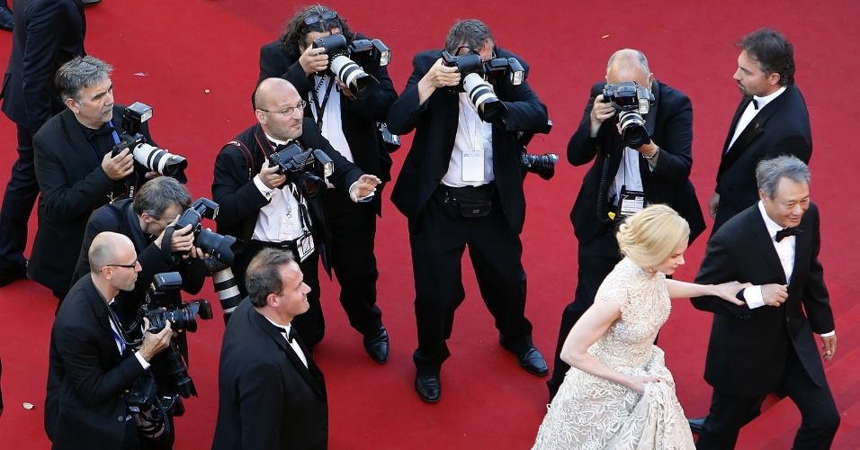 23.mai.2013 - A atriz australiana e membro do júri de Cannes Nicole Kidman e o diretor taiwanês e membro do júri Ang Lee chegam para a exibição de