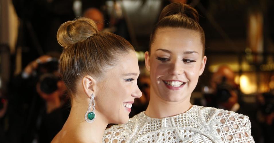 23.mai.2013 - As atrizes Lea Seydoux e Adele Exarchopoulos chegam para a exibição de