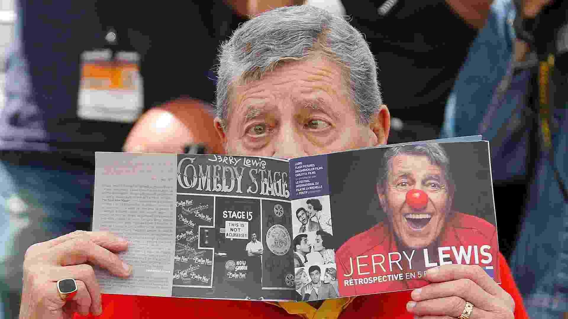 """23.mai.2013 - Jerry Lewis faz graça ao divulgar o filme """"Max Rose"""" no Festival de Cannes. O filme, que conta a história de um pianista que acaba de ficar viúvo marca a volta do ator e comediante ao cinema, aos 86 anos - Regis Duvignau/Reuters"""