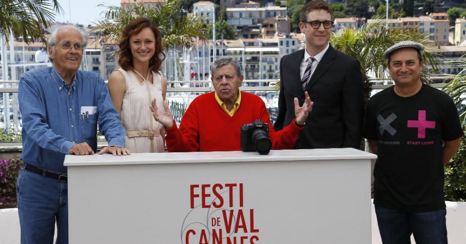 23.mai.2013 - Michel Legrand, Kerry Bishe, Jerry Lewis, Daniel Noah e Kevin Pollak divulgam o filme