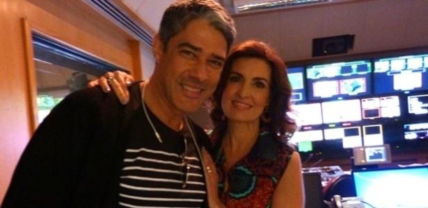 """23.mai.2013 - William Bonner visita a mulher Fátima Bernardes nos bastidores do """"Encontro"""""""
