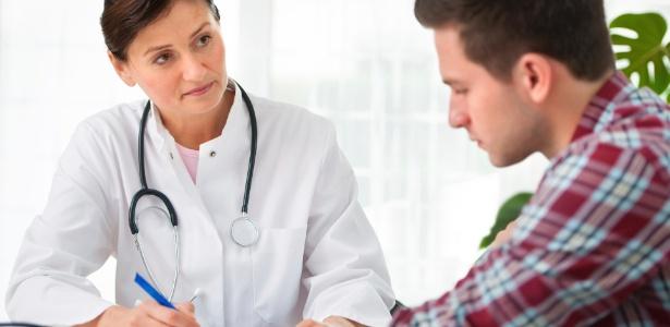 No atendimento, o médico analisa o que influencia na saúde e na qualidade de vida do jovem - Thinkstock