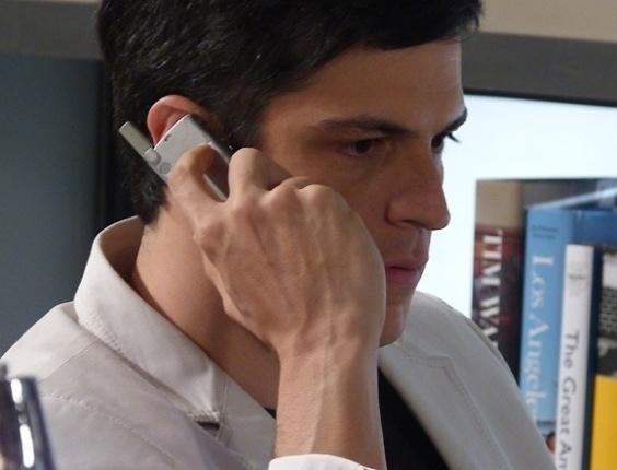 """Em """"Amor à Vida"""", Félix bloqueia cartões de Edith para ela desistir da separação"""