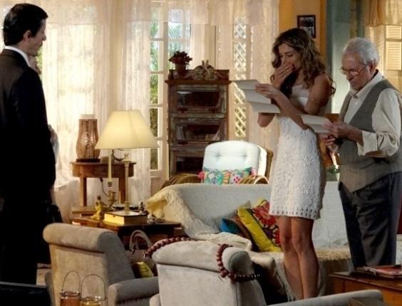 """Em """"Flor do Caribe"""", Ester se desespera ao saber que perdeu a guarda de Laurinha para Alberto"""