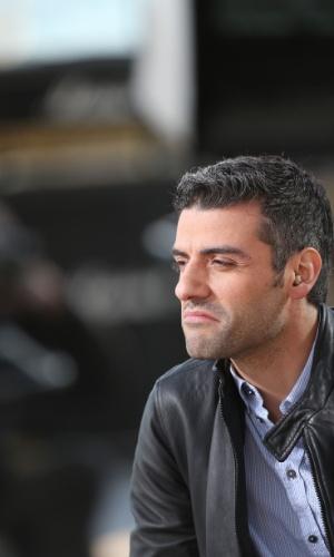 20.mai.2013 - O ator norte-americano Oscar Isaac participa do programa de TV