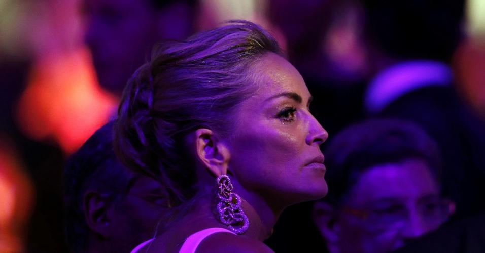 23.mai.2013 - A atriz americana Sharon Stone participa do evento de caridade Cinema Contra a Aids, organizado pela amfAR, que ocorre durante o Festival de Cannes